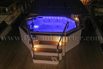 Party Yacht Jacuzzi